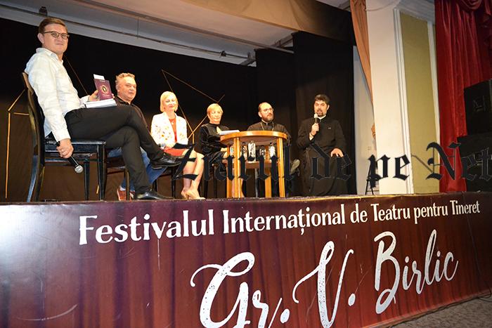 """Lansări de carte la Festivalul de Teatru """"Birlic"""".Preotul Necula: """"Nu lăsați Fălticeniul să moară la mâna parșivilor!"""""""