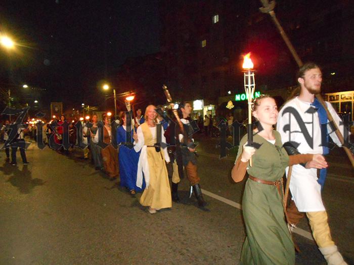 VIDEO / Parada cu făclii a deschis Festivalul Medieval de la Suceava