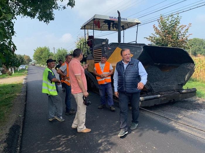 Flutur se laudă cu lucrări de modernizare pe 177 kilometri de drumuri județene în Suceava