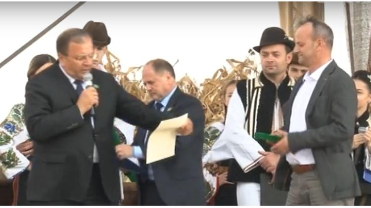 """Gabriel Lemnariu, președintele Asociației Produs în Bucovina a primit distincția Meritul Bucovinei. Flutur: """"Nu pot să încep târgul fără să le mulțumesc tuturor producătorilor de la Asociația Produs în Bucovina"""""""