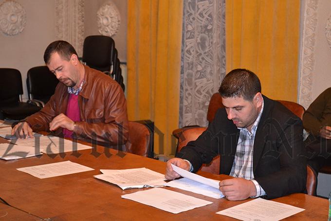 Cnsilierii PSD Gabriel MATEI și Ion MIHAI și-au făcut apariția la ședință imediat ce reprezentanții Fundației Caritatea au părăsit sala de șședințe