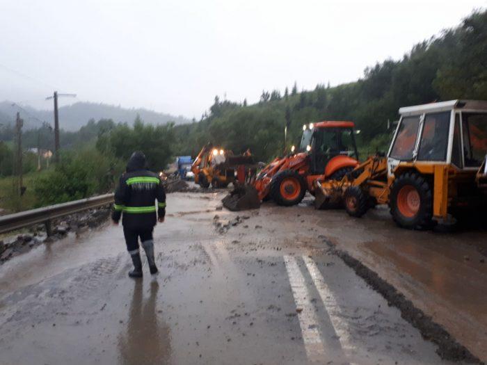 Trafic oprit pe DN 17, la Prisaca Dornei, din cauza aluviunilor