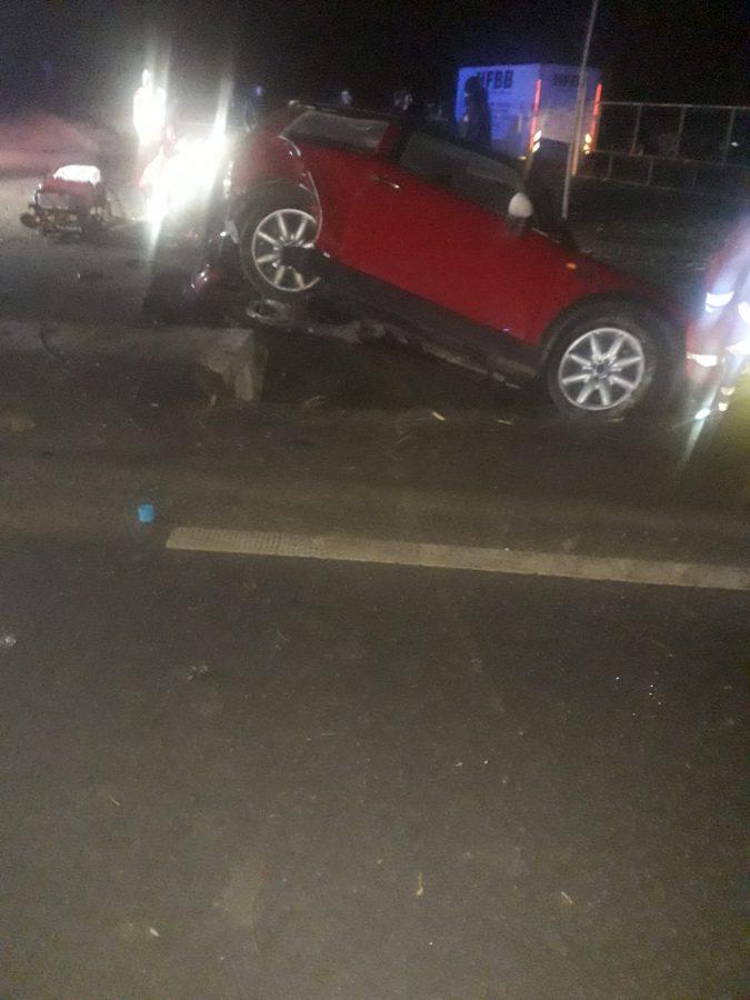 Trei persoane rănite după ce o mașină a intrat în șanț, la Dumbrăveni