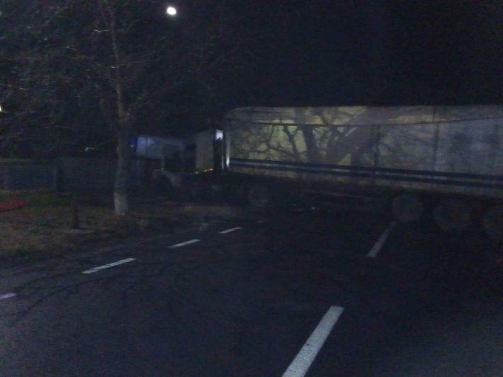Două camioane s-au ciocnit între localitățile Oniceni și Drăgușeni. Traficul este blocat pe ambele sensuri