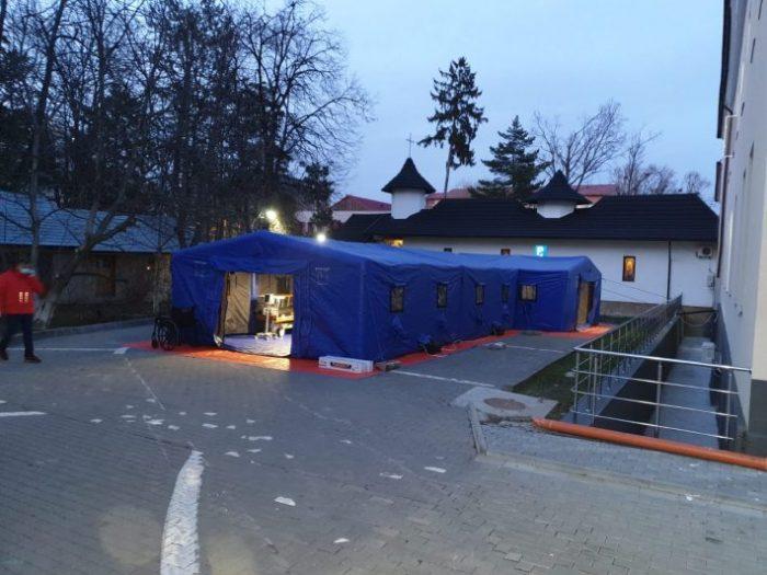 Coronavirus: Cort tip tunel pentru pre-triaj montat la Spitalul Județean Suceava