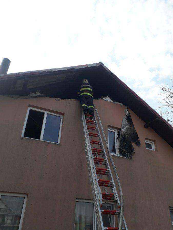 Intervenție rapidă a pompierilor pentru stingerea unui incendiu la Roșcani