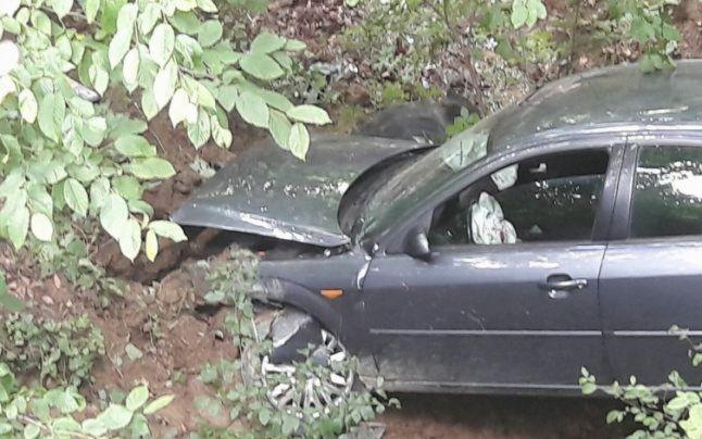 Șofer băut și fără permis cu mașina în șanț, la Grămești