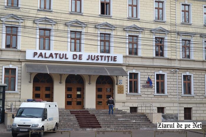 Judecătorii Tribunalului Suceava suspendă activitatea de judecată până la sfârșitul săptămânii. Motivul: iminenţa abrogării pensiilor de serviciu