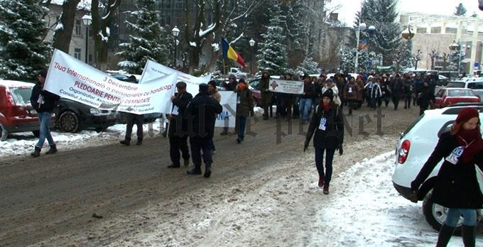 Persoanele cu dizabilități organizează marșul PLEDOARIE PENTRU DEMNITATE