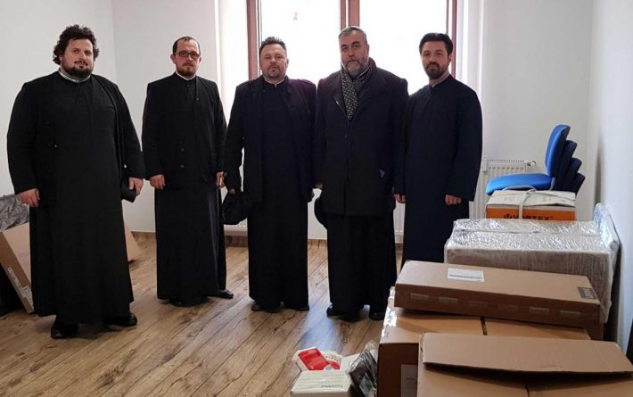 """Preoții din Fălticeni au donat bani pentru dotarea noului cabinet școlar de la Seminarul Teologic Liceal Ortodox """"Mitropolitul Dosoftei"""" Suceava"""