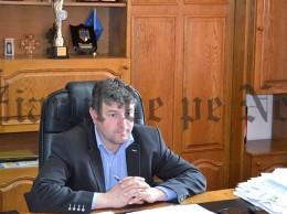 primarul Cătălin COMAN pus pe gânduri după plecarea procurorilor DNA- fotografie realizată astăzi, la ora 16.10.