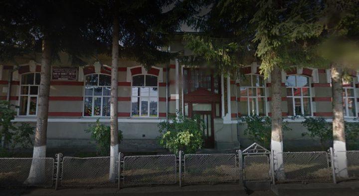 Cursuri suspendate parțial la două școli din Fălticeni, din cauza gripei