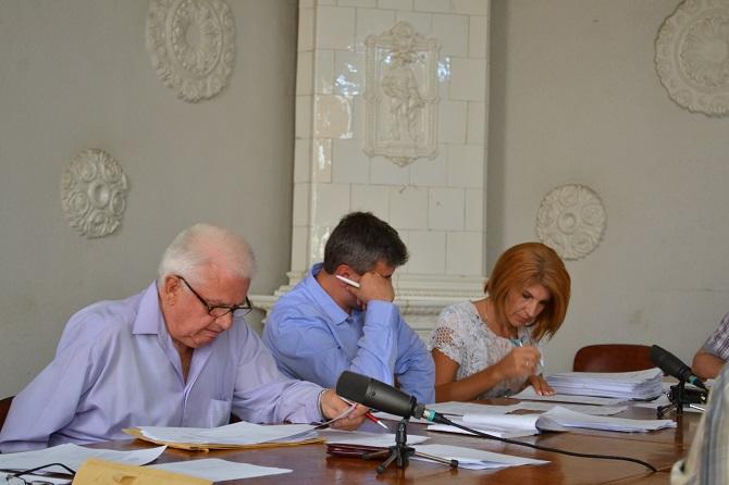 """Ședință de taină la Consiliul Local Fălticeni pentru a se umfla nota de plată la Zilele Orașului și pentru a """"alimenta"""" vuvuzelele primarului Coman"""