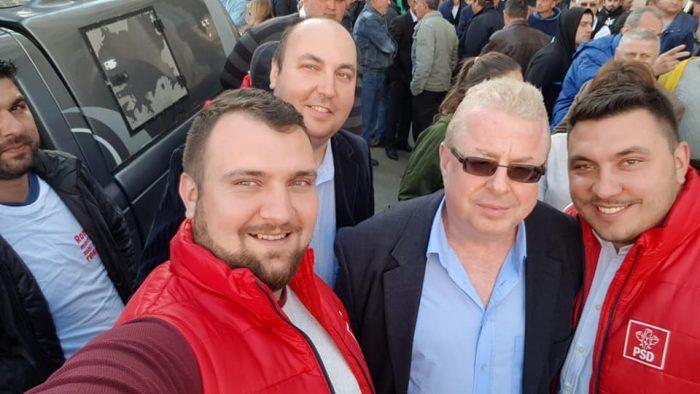 """Deputatul Rădulescu, vicepreședintele organizației județene PSD Suceava, îl laudă pe consilierul local care a jignit-o pe Carmen Uscatu: """"Reprezinți cu onoare, în Consiliul Local, interesul cetățenilor care te-au votat. Asta contează!"""""""