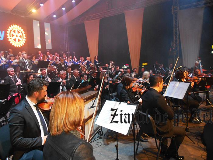 """Sucevenii au donat peste 9.000 euro la """"Simfonii de toamnă"""""""