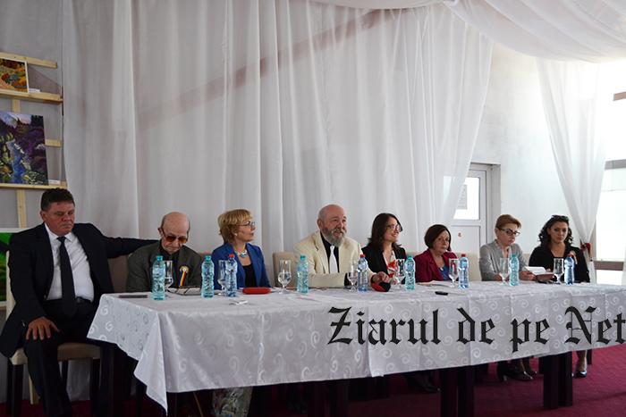 """FOTO/Expoziție de pictură Mariea Lungu și prelegeri despre familia Cazaban la simpozionul """"Fălticeni – oameni de seamă"""""""
