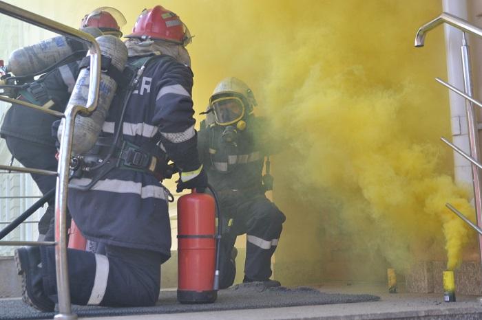 Exerciţiu ISU la aeroportul Salcea. A fost simulat un incendiu la o aeronavă, cu victime multiple