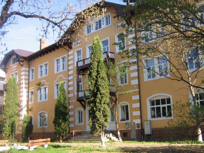 Personalul medical de la spitalul Vatra Dornei va fi cazat în Centrul de Pregătire al USV