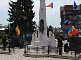 Statuia eroilor piata Nada Florilor Falticeni 21.05.15