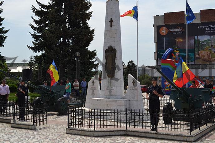 VIDEO: Depuneri de coroane  de Ziua Eroilor, la Fălticeni