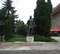Statuia_lui_Petru_I_Muat_din_Suceava1