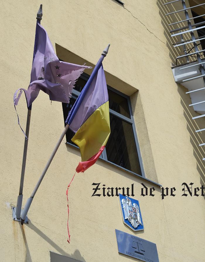 OCHIUL SOACREI: Pompierii care schimbă steagurile la Judecătoria Fălticeni