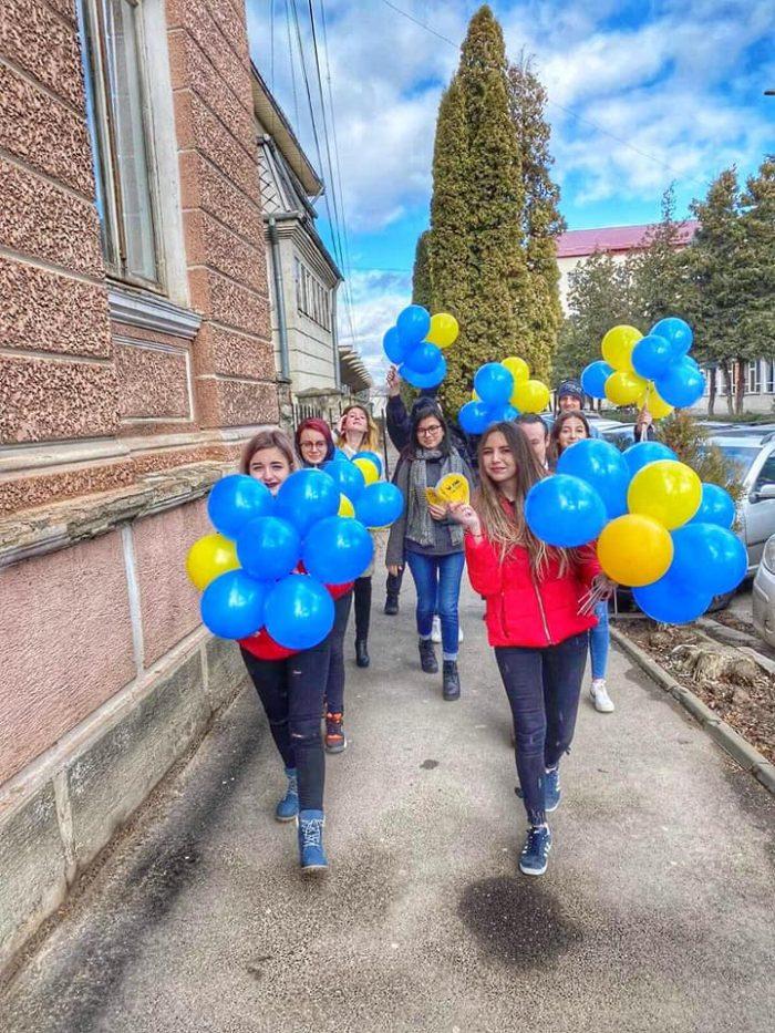 """Membrii TNL Fălticeni au sărbătorit în stradă Dragobete: """"Iubim Sărbătorile Românești!"""""""