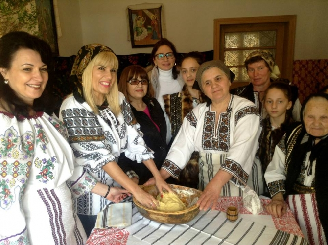 Udrea Elena de Paste in Bucovina 2014 (1)