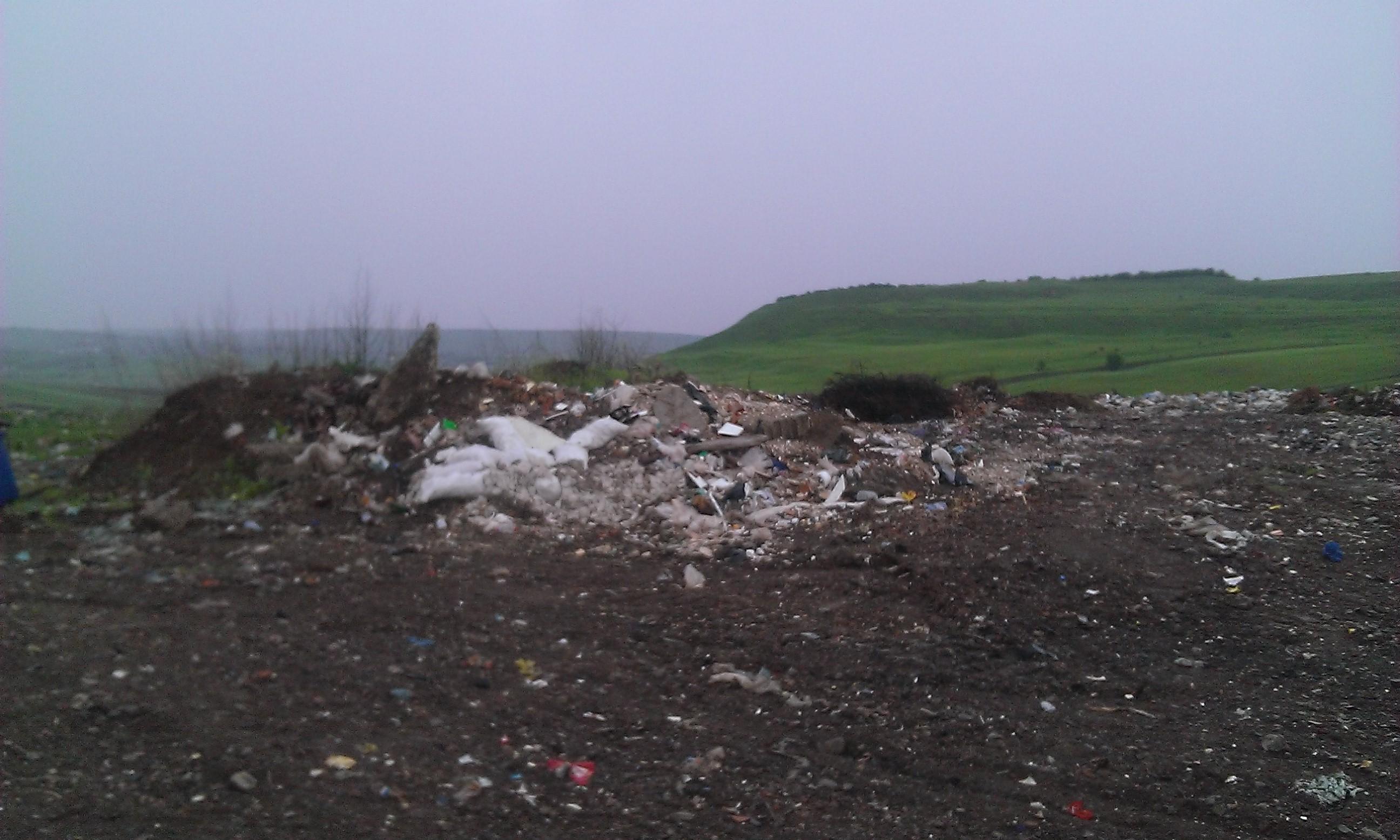 Peste 30.000 tone de gunoaie pe platforma temporară din Fălticeni