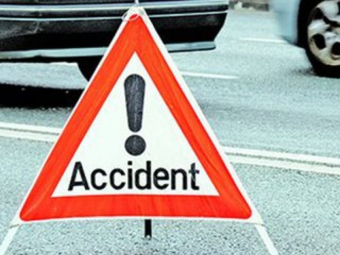 Accident rutier la Roșiori provocat de un șofer care a efectuat un viraj fără să se asigure