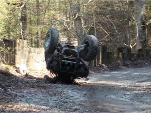 Conducător de ATV în stare de ebrietate intrat în șanț, la Poiana Stampei