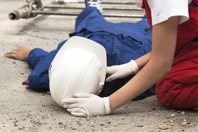 Accident de muncă:un bărbat din Șcheia a căzut de pe scări