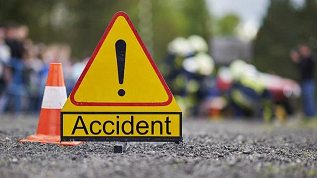 Patru răniți după o acroșare în trafic, la Rădășeni