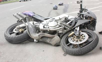 Motociclist lovit în plin de o mașină, în centrul Sucevei, după ce a forțat semaforul