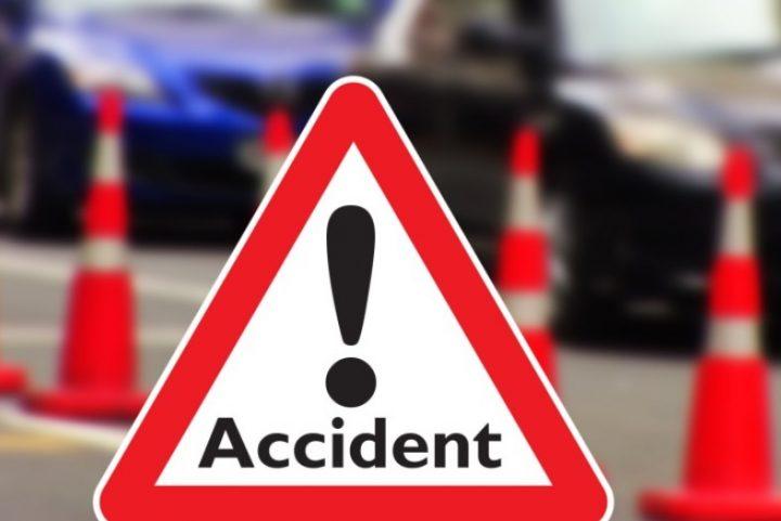 Doi răniți după ce o mașină s-a răsturnat, la Zamostea