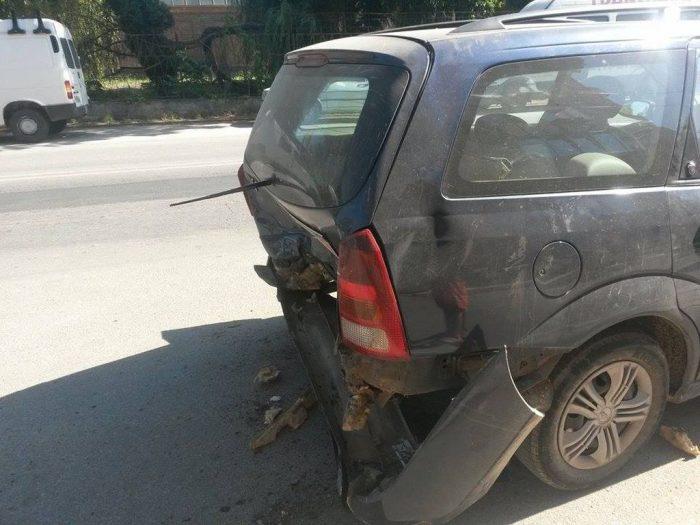 Un șofer băut a avariat patru mașini parcate, în Suceava