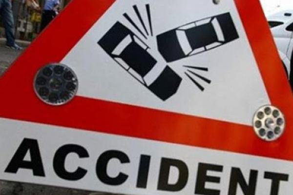 Șapte răniți după o tamponare frontală la Stroiești