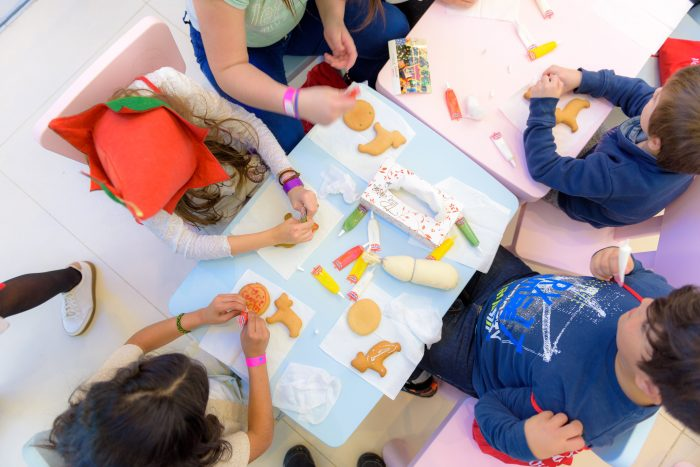 Se caută voluntari pentru îndrumarea copiilor din centrele de plasament sucevene
