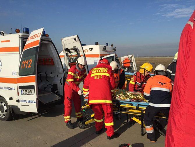 Doi răniți după ce un autoturism a lovit un autocamion, la Pojorâta