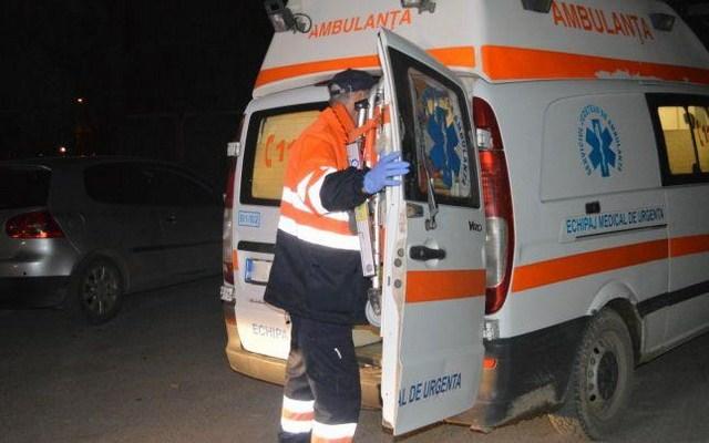 Femeie lovită de mașină pe când traversa strada, la Verești