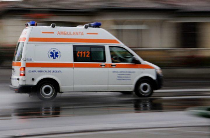 Două persoane rănite după o tamponare între trei mașini, la ieșirea din Suceava spre Salcea