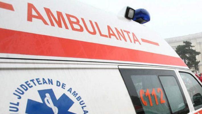 Pasager accidentat după ce șoferul microbuzului a frânat brusc, la Burla