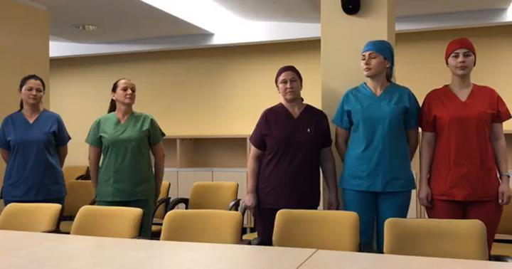 Uniforme noi pentru asistentele, infirmierele și îngrijitoarele Spitalului Județean Suceava