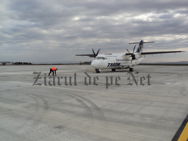 avion TAROM pe aeroportul Suceava 12.11.15