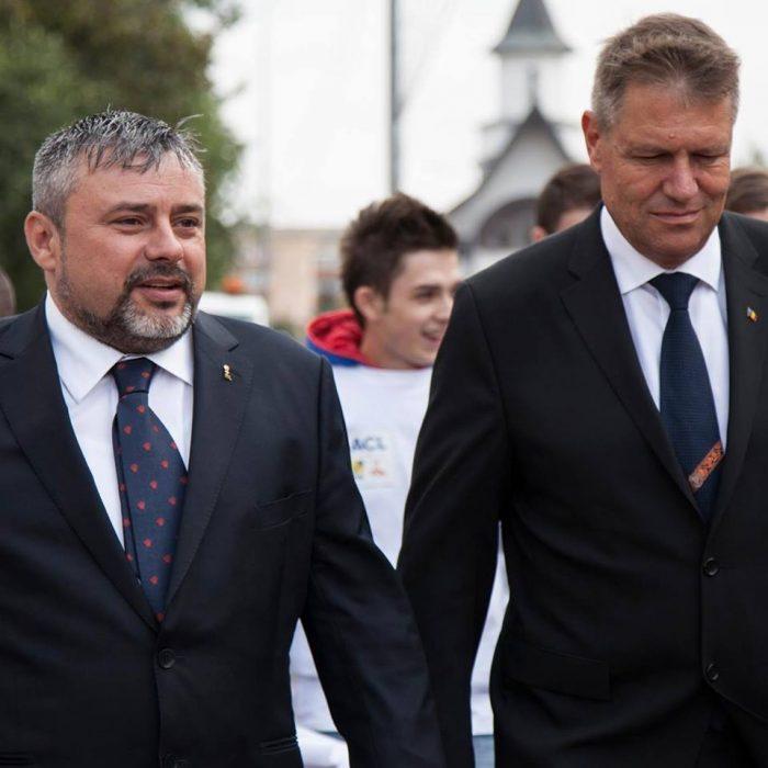 Președintele Iohannis îl ridiculizează pe liberalul Balan, respingând proiectul mașinilor – radar de poliție presemnalizate