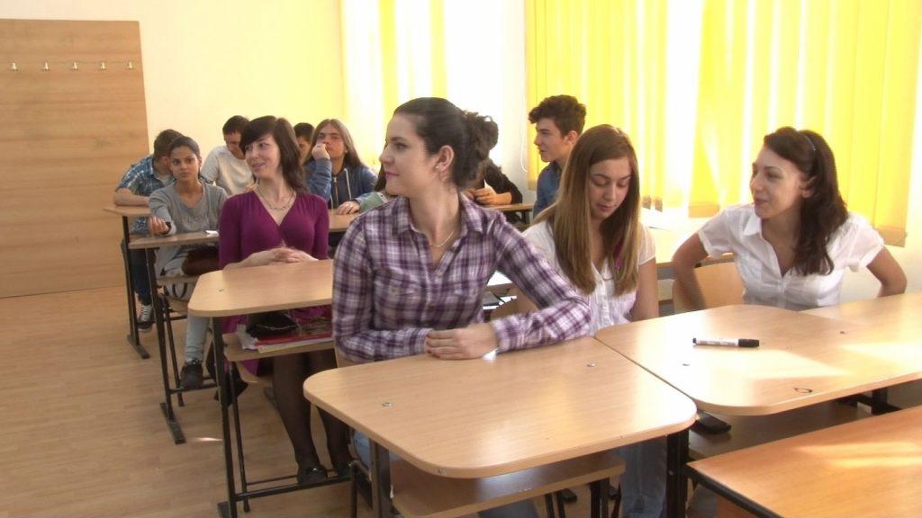 Peste 6.000 de elevi suceveni au început astăzi evaluarea