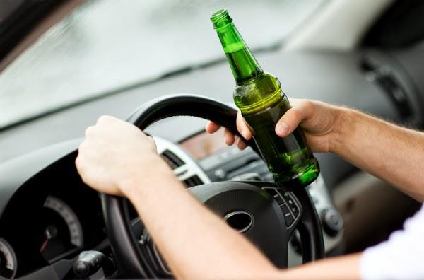 Tupeu de copil de 16 ani: a consumat băuturi alcoolice, a furat o mașină și a tamponat-o
