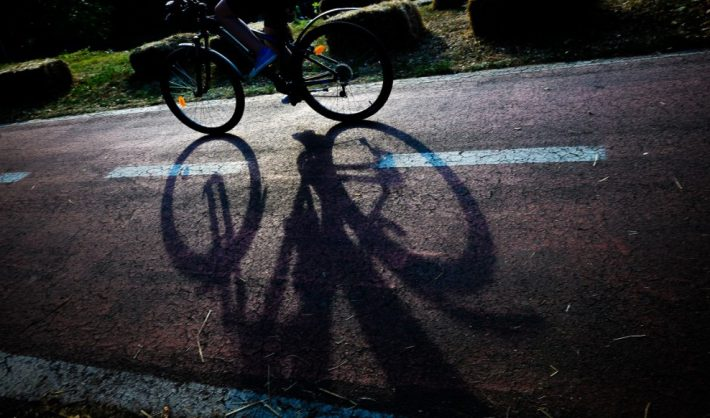 Biciclist băut lovit de autoturism, la Stulpicani