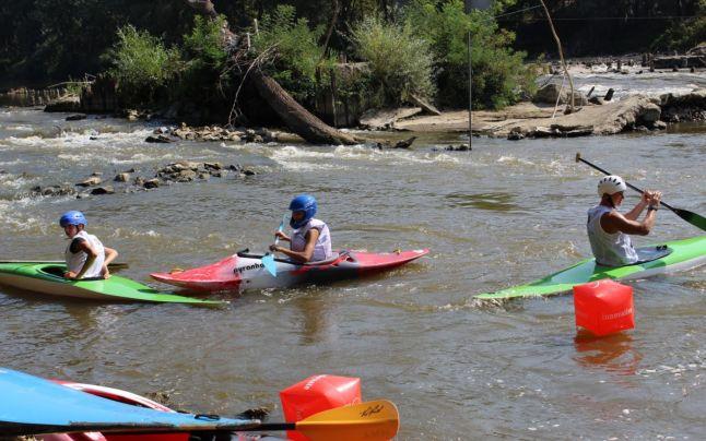 Concurs de kayac în apă puțin adâncă la Vatra Dornei