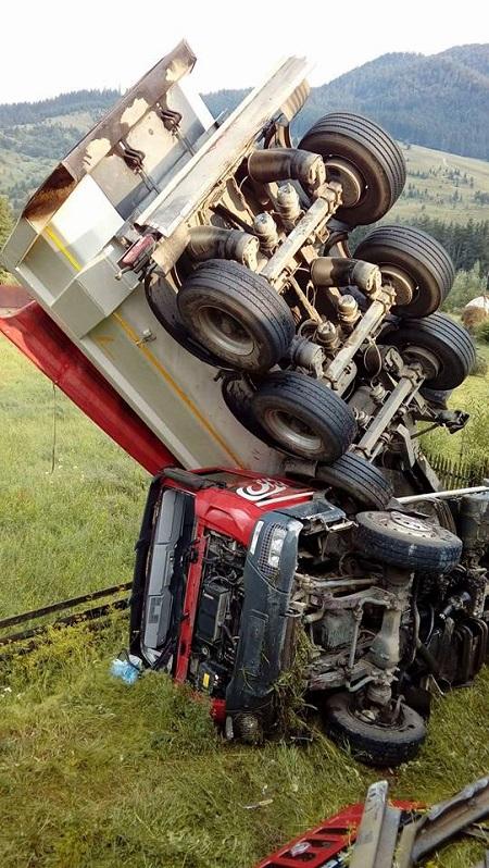 camion in afara drumului Vama 01.08.16